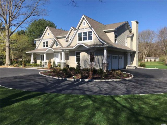 6 BR,  4.50 BTH  Colonial style home in Laurel Hollow