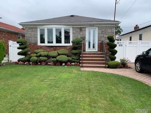 [Howard Beach Real Estate, listing number 3088585]