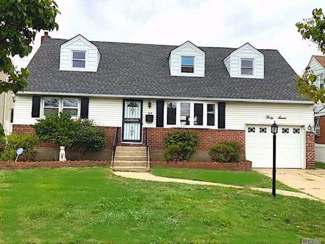 5 BR,  2.00 BTH  Exp cape style home in Valley Stream