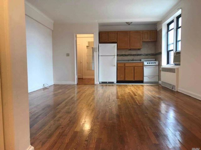 Studio,  1.00 BTH Co-op style home in Flushing