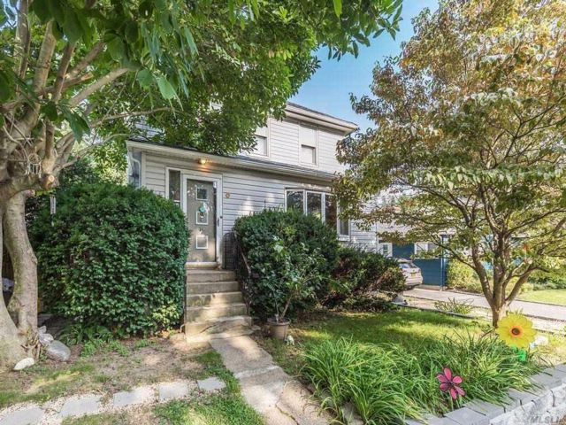 3 BR,  2.00 BTH Colonial style home in Sea Cliff