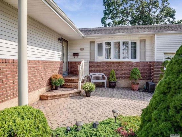3 BR,  2.00 BTH Exp ranch style home in Massapequa Park