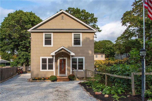 3 BR,  2.00 BTH  Colonial style home in Rocky Point