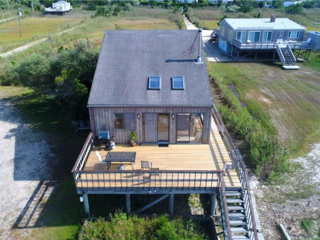 4 BR,  2.00 BTH Contemporary style home in Westhampton Bch