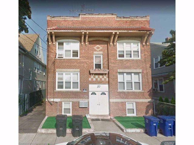 10 BR,  4.00 BTH 2 story style home in Bridgeport