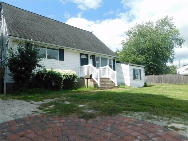 4 BR,  2.00 BTH Cape style home in Babylon