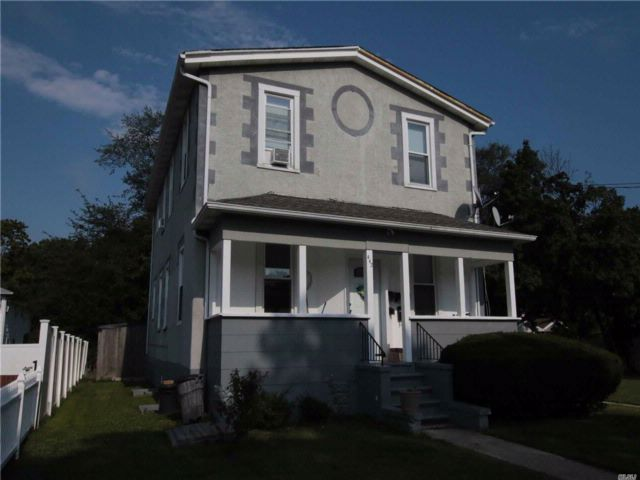 8 BR,  3.00 BTH  2 story style home in Lindenhurst