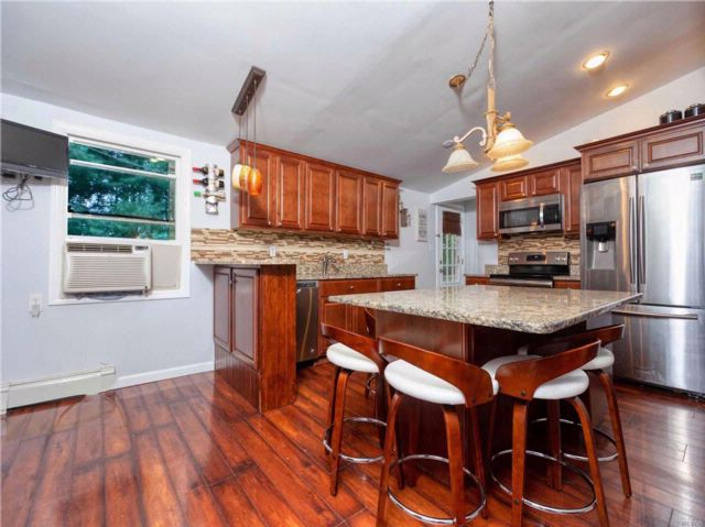 4 BR,  3.00 BTH Exp ranch style home in Ronkonkoma
