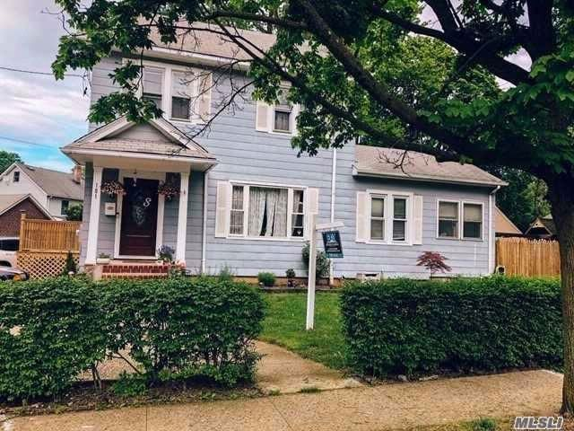 4 BR,  2.00 BTH Colonial style home in Oyster Bay