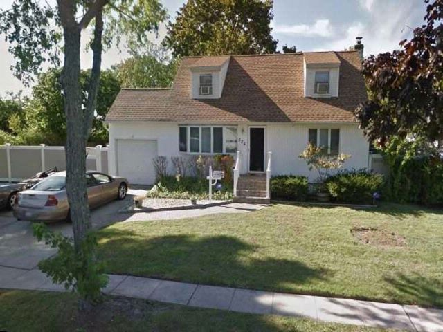 4 BR,  1.00 BTH  Cape style home in North Babylon