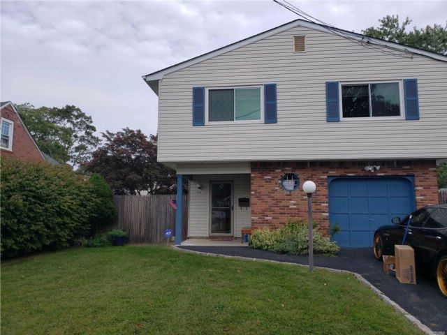 5 BR,  3.00 BTH  Hi ranch style home in West Islip