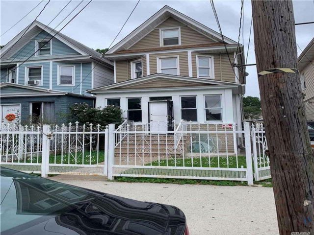 5 BR,  1.50 BTH Colonial style home in Woodhaven