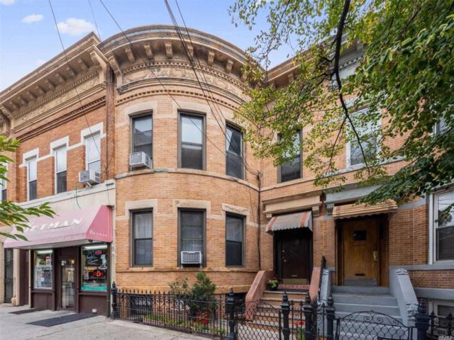 5 BR,  3.00 BTH Other style home in Ridgewood