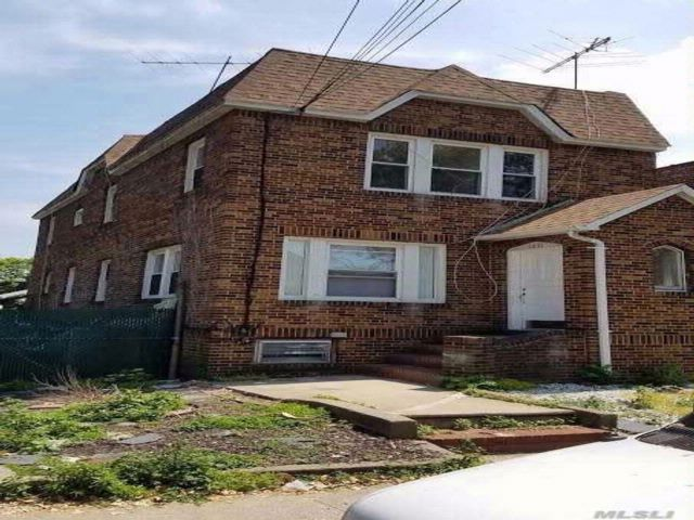 5 BR,  2.00 BTH Townhouse style home in Middle Village