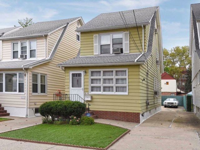 4 BR,  1.50 BTH Colonial style home in Forest Hills