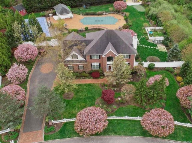 5 BR,  3.55 BTH Post modern style home in Huntington