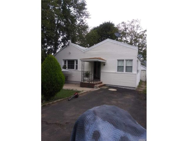 2 BR,  1.00 BTH  Colonial style home in Belleville