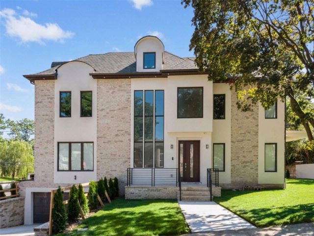 5 BR,  3.50 BTH  Contemporary style home in Jamaica Estates