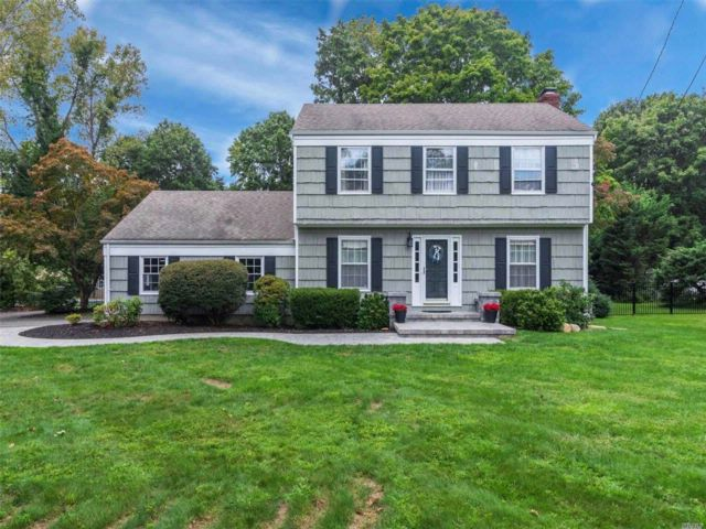 3 BR,  2.50 BTH Colonial style home in Setauket