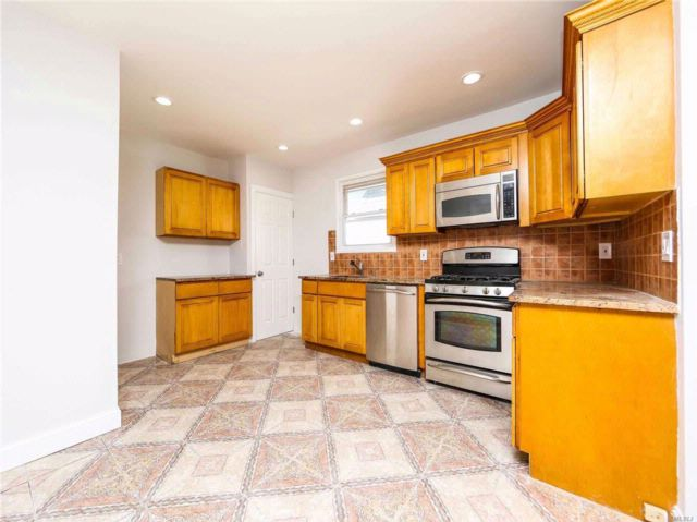 3 BR,  2.00 BTH  Ranch style home in Laurelton