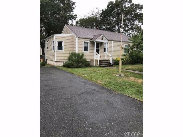 2 BR,  1.00 BTH  Ranch style home in West Islip