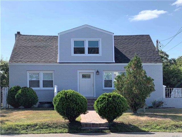 4 BR,  3.00 BTH  Cape style home in West Babylon