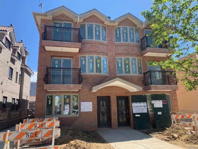 6 BR,  6.00 BTH Contemporary style home in College Point