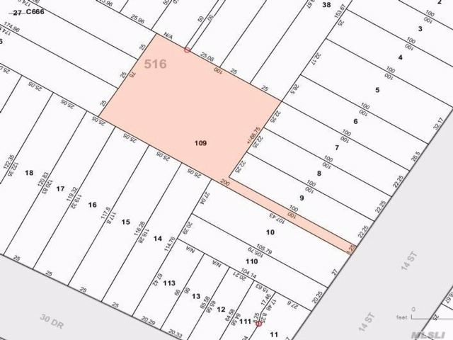 Lot <b>Size:</b> 75x100 Land style home in Astoria