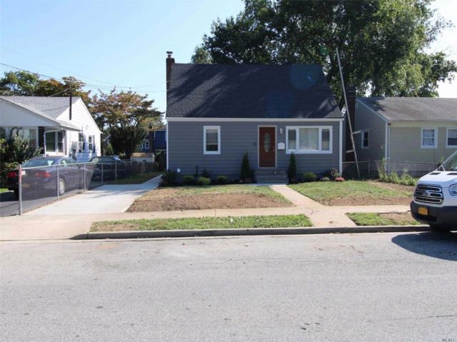 4 BR,  2.55 BTH  Cape style home in Roosevelt
