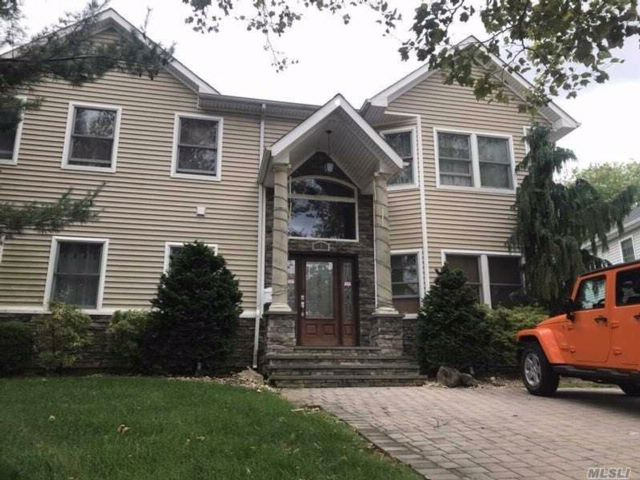 5 BR,  3.50 BTH Colonial style home in Syosset