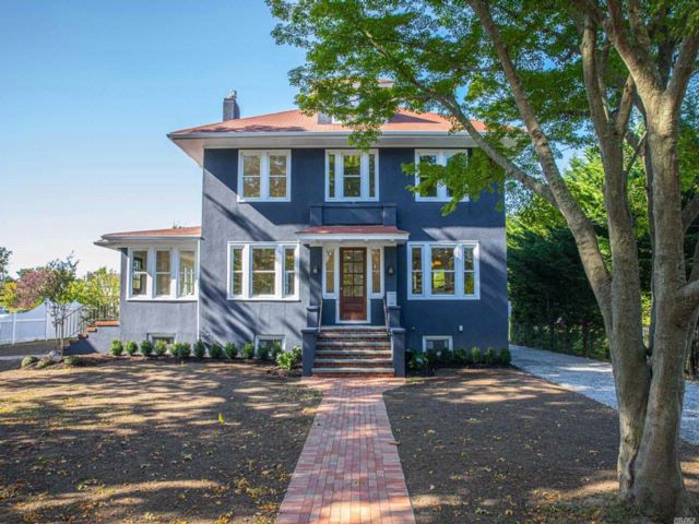 6 BR,  3.55 BTH  Colonial style home in Bay Shore