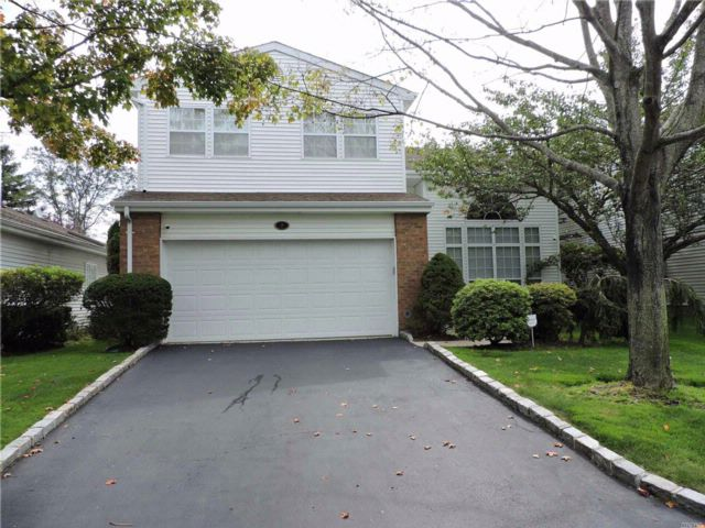 3 BR,  2.50 BTH Homeowner assoc style home in Commack