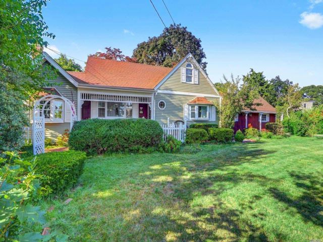 4 BR,  3.00 BTH Exp cape style home in Bethpage
