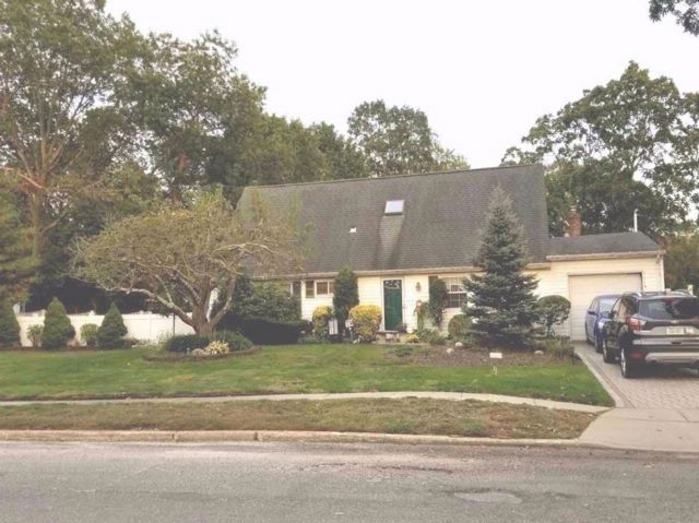 5 BR,  2.00 BTH Cape style home in Nesconset