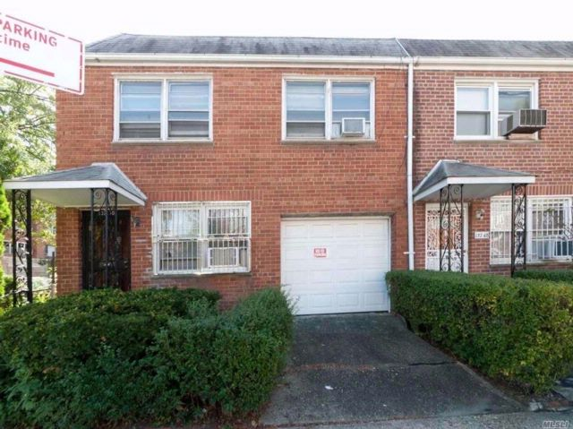 4 BR,  1.50 BTH Townhouse style home in Flushing