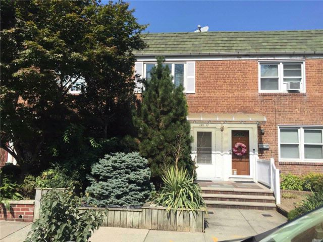 2 BR,  2.50 BTH Townhouse style home in Whitestone