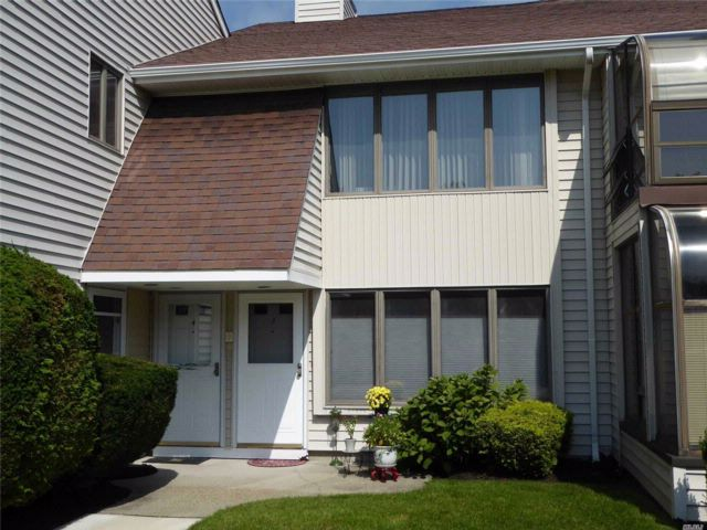 1 BR,  1.00 BTH Co-op style home in East Islip