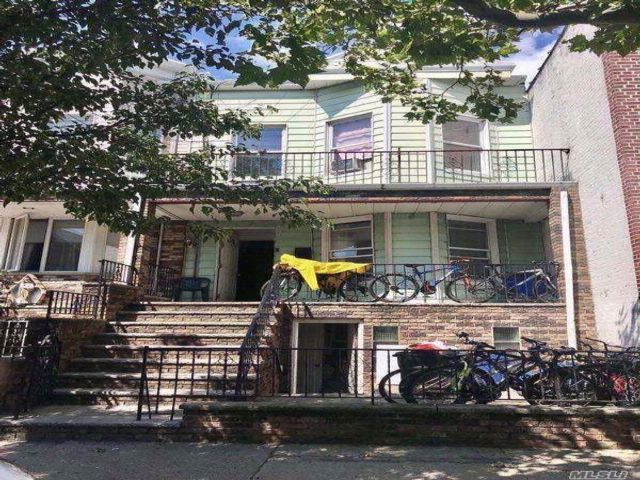 6 BR,  2.50 BTH 2 story style home in Boro Park