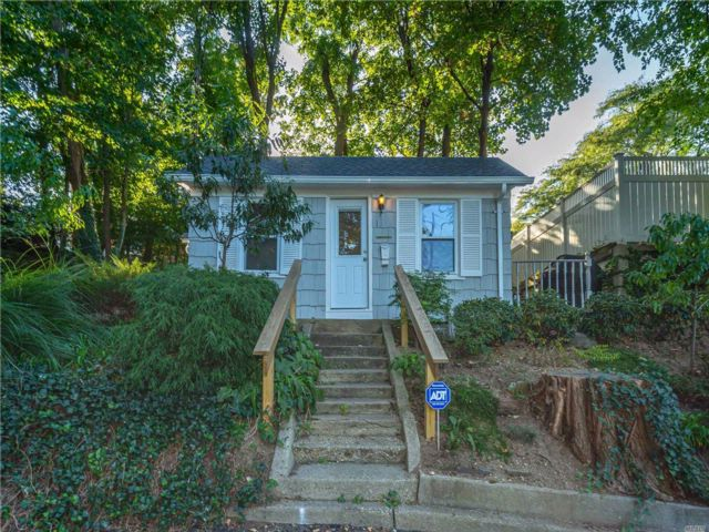 1 BR,  1.00 BTH Cottage style home in Port Washington