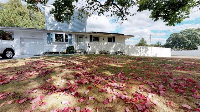 5 BR,  2.55 BTH Exp ranch style home in Deer Park