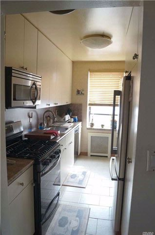 1 BR,  1.00 BTH  Co-op style home in Long Beach