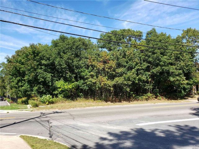 Lot <b>Size:</b> .59 acres  Land style home in Nesconset