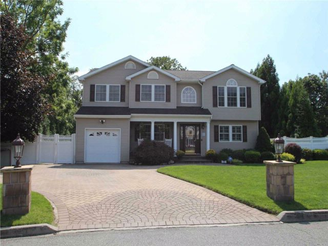 4 BR,  2.50 BTH  Colonial style home in Islip