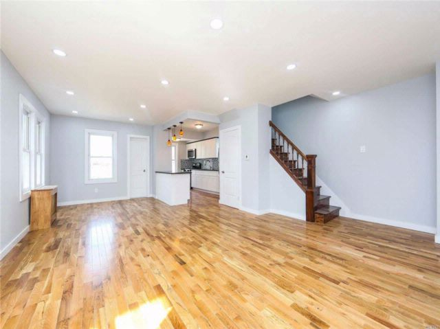 4 BR,  1.50 BTH Colonial style home in St. Albans