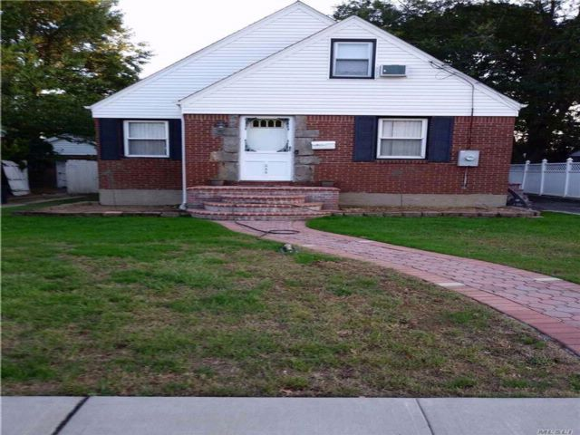 3 BR,  1.00 BTH  Cape style home in Uniondale