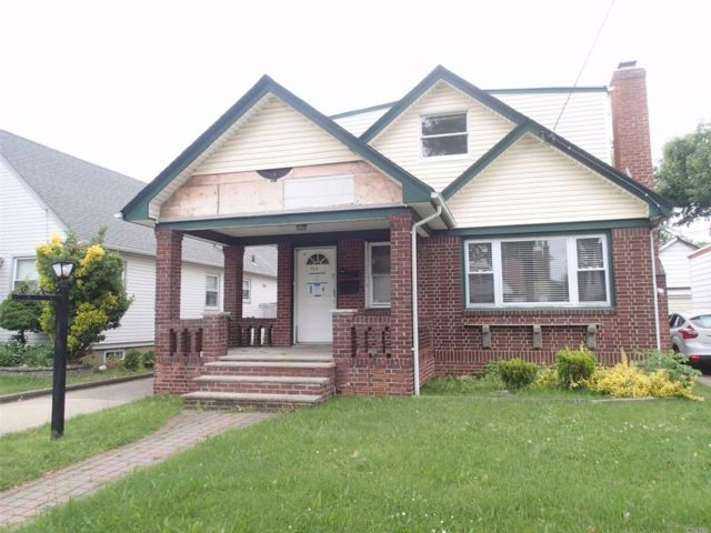 5 BR,  2.00 BTH  Other style home in Valley Stream