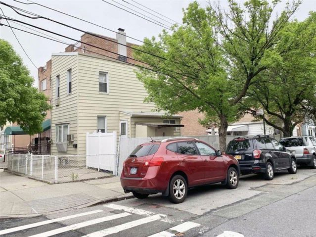 2 BR,  1.00 BTH 2 story style home in Long Island City