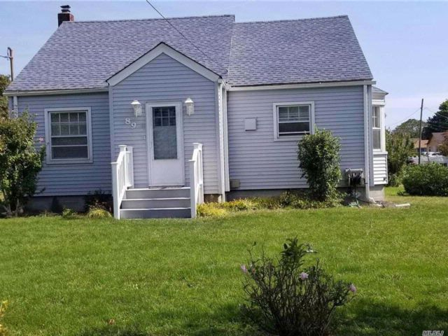 3 BR,  1.00 BTH 2 story style home in Patchogue