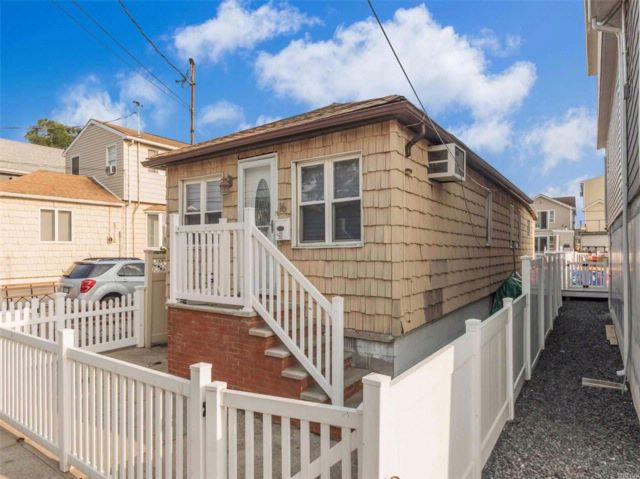 2 BR,  1.00 BTH  Cape style home in Broad Channel