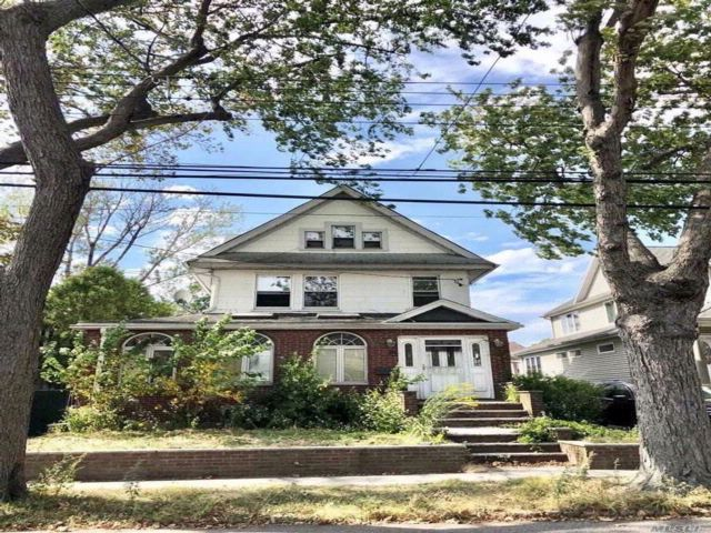 3 BR,  1.00 BTH  Other style home in Flushing